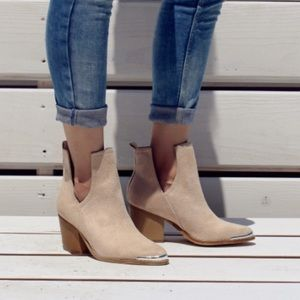 Western V Cut Out Tess-04 Mi.im Metal Tipped Boot